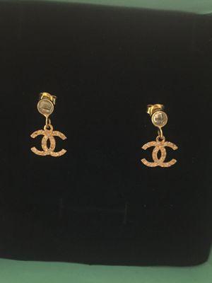 Channel design 18k gold earring for Sale in Falls Church, VA