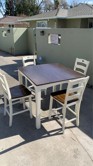 Kitchen table. Solid real wood. for Sale in Modesto, CA