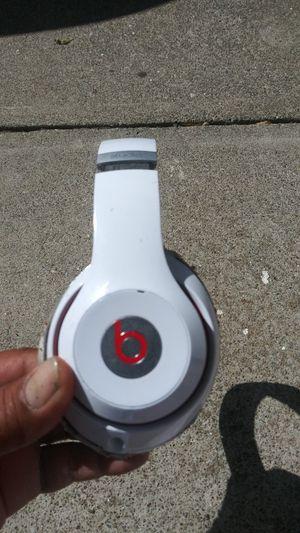 Beats studio headphones no cord 30$ for Sale in Pittsburg, CA