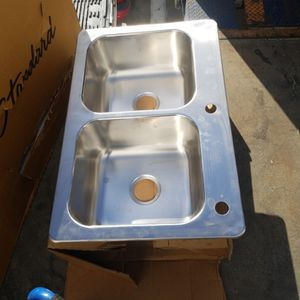 ElkayDual-mount 33-in x 22-in Stainless Steel Double Equal Bowl 2-Hole Kitchen Sink for Sale in Claremont, CA