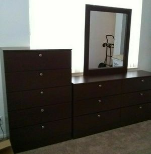 NEW BEAUTIFUL DRESSER WITH MIRROR AND CHEST for Sale in Biscayne Park, FL