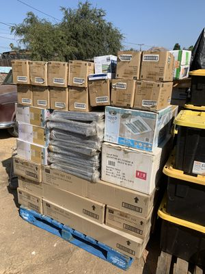 Light fixtures and misc pallet for Sale in Riverside, CA