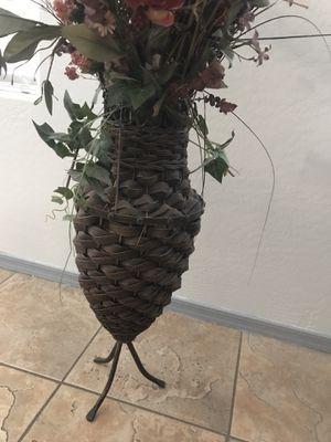 Flowers vase for Sale in Phoenix, AZ