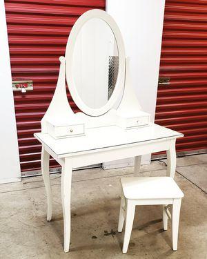 Vanity Set for Sale in Bladensburg, MD