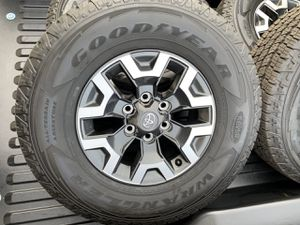 Trd Tacoma Off Road Stock Rims and tires for Sale in Honolulu, HI