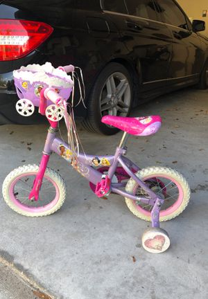 Girls Princess bike with training wheels for Sale in Tampa, FL
