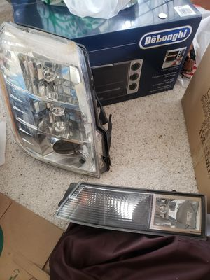 2007-2013 cadillac escalade front passenger lens and fog light for Sale in Dublin, CA