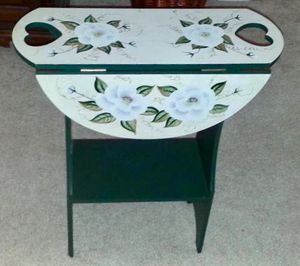 Beautifully Painted Green Drop-Leaf Table for Sale in Crofton, MD
