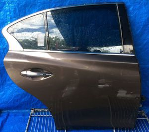 2014 - 2020 INFINITI Q50 REAR RIGHT PASSENGER SIDE DOOR ASSEMBLY BROWN for Sale in Fort Lauderdale, FL