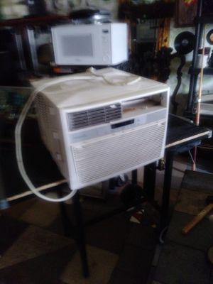 Frigidaire 12000 BTU AC unit for Sale in Sarasota, FL