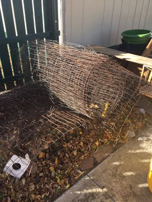 Free Wire fence and Dog house. for Sale in Russell, KS
