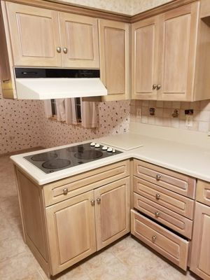 Kitchen cabinets for Sale in Garfield, NJ