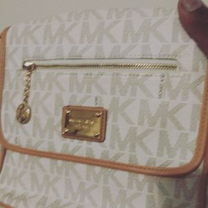 Ladies Michael kors bag for Sale in Baltimore, MD