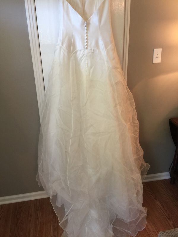 ATTENTION ALL BRIDES: COUTURE BRIDAL GOWN FOR SALE - Heidi Elnora sample  gown - Size 10 for Sale in Bowling Green, KY - OfferUp