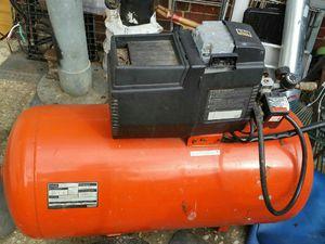 Nice big compressor like new for Sale in Alexandria, VA
