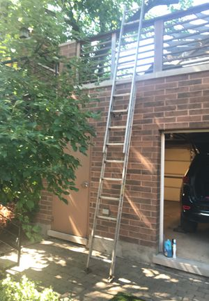 20' aluminum extension ladder (Louisville) for Sale in Chicago, IL