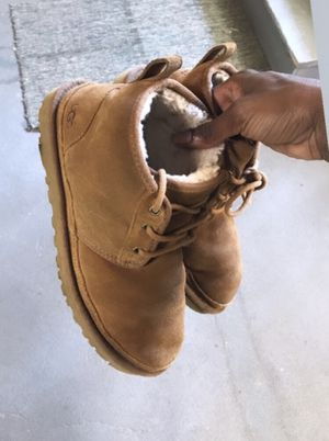 Uggs (8) Haraches (9) for Sale in Baltimore, MD