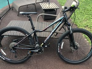 Mountain bike / new / 1 year of use/ Shimano deore breaks/ GIANT / medium live : I won't take less than 500$! for Sale in Fort Lauderdale, FL
