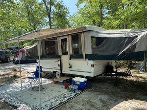 2000 colmen Fleetwood sum valley pop up camper for Sale in Queens, NY