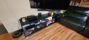 60 inch TV stand accessories not included just stand for Sale in Snohomish, WA