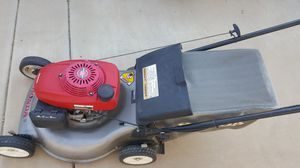 Honda hrr216 lawnmower lawn mower for Sale in Chandler, AZ