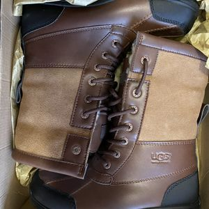 Uggz Boots High Brown Boys Size 4 for Sale in The Bronx, NY