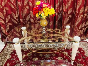 Gold coffee table with and table set for Sale in Pomona, CA