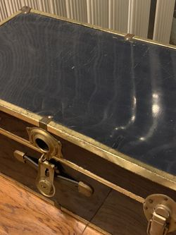 Antique Mid Century Metal Steamer Trunk for Sale in Los Angeles,  CA