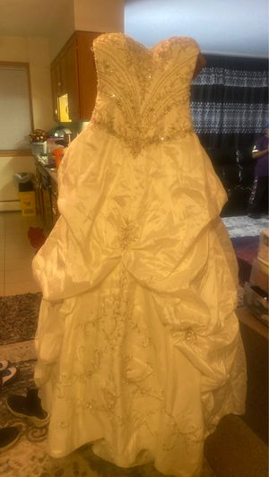 Wedding dress size 6 for Sale in Owatonna, MN