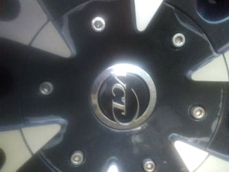 VCL BLACK AND CHROME 24IN RIMS for Sale in Charlotte,  NC
