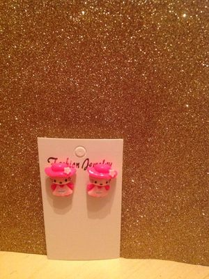 Hello kitty earring for Sale in Apopka, FL