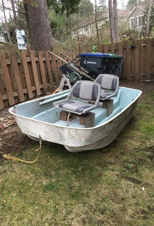 8ft fishing boat with trolling motor and battery for Sale in Ravensdale, WA