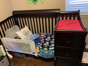 Expresso Crib/Toddler Bed with Changing Table for Sale in Nuevo, CA
