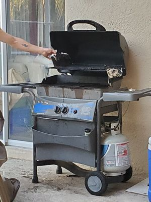 BBQ gas grill for Sale in PLANT CITY, FL