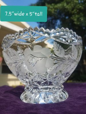 Gorgeous Crystal Bowl with roses etched for Sale in Winter Haven, FL