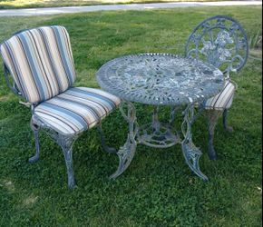 Vintage Table and Chairs for Sale in Anaheim,  CA