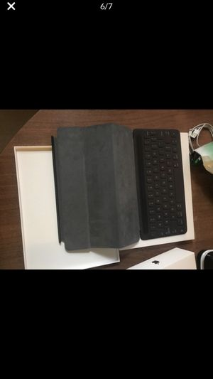 Ipad air 3rd generation 239 Gb with smart keyboard for Sale in Philadelphia, PA