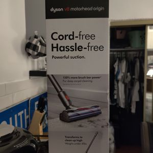 Dyson V8 motor head cord free vacuum cleaner for Sale in Downey, CA
