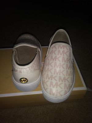 Lil girl shoes 8,9 for Sale in Tampa, FL