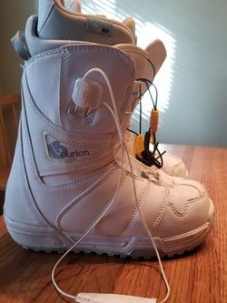 Snowboard Boots Size 6 for Sale in Everett,  WA