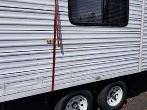 2006 Fleetwood 33ft travel trailer W/tip out AS IS for Sale in Scappoose, OR