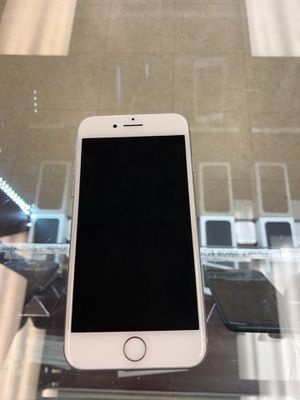 iPhone 7 silver 32GB Unlocked for Sale in Richmond, VA