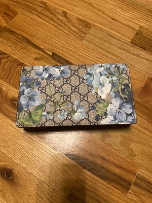 Authentic Gucci Blooms Wallet on Chain for Sale in Carrollton, TX