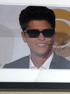 Singer Bruno Mars signed picture framed with COA for Sale in Chula Vista, CA