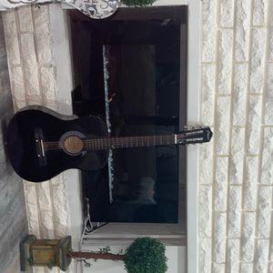 Guitar for Sale in Center Line, MI
