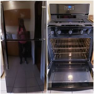 Whirlpool black refrigerator and stove set for Sale in Chicago, IL