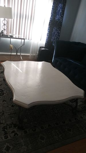 Very large coffee table for Sale in Woodbridge, VA