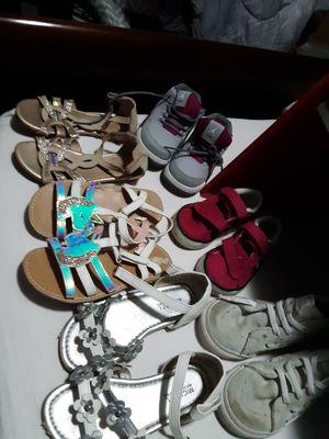 Sandalias se niña zise 10 Michael kors y margie &zoe tenis Michael Jordan size 6c y estante parra. Juguetes ho zapatos de niños todo juntos for Sale in Houston, TX