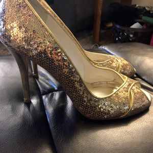 Gold Sparkle Heels Size 9 for Sale in Tualatin, OR