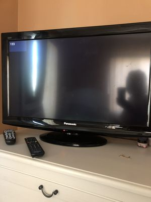 Panasonic tv with remote for Sale in Tustin, CA